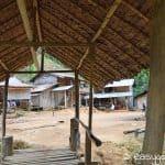 Dorf Langhalsfrauen Platz