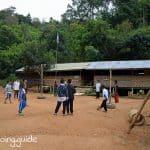 Dorf Langhalsfrauen Schule
