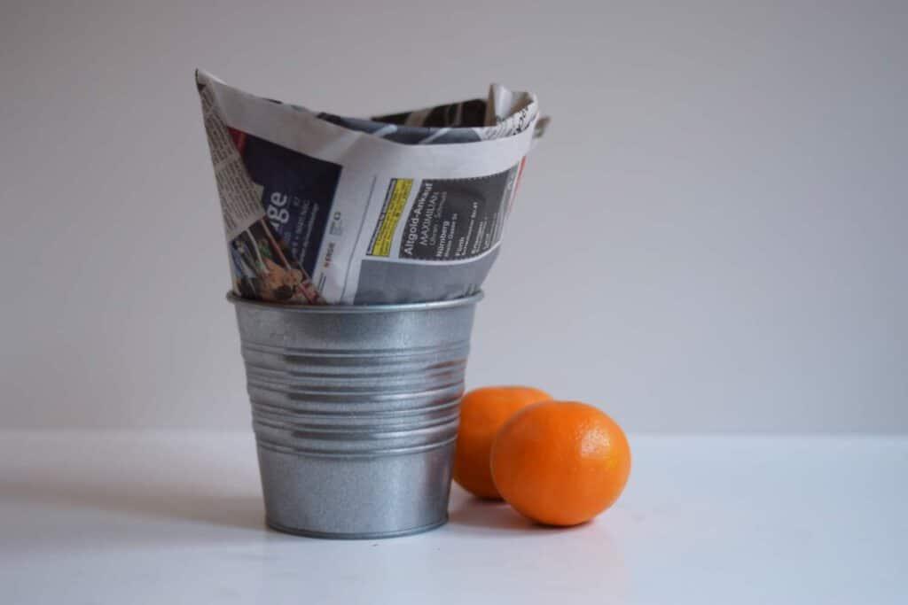 Tüte aus alter Zeitung